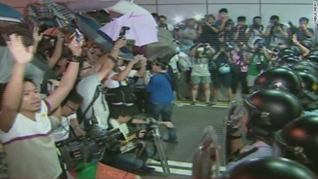 vo hong kong tunnel protestors police clash_00002111.jpg