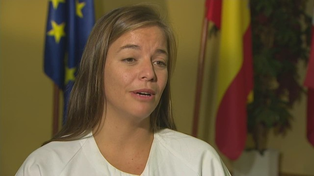 cnnee al goodman pkg spain minister defends position ebola_00002506.jpg