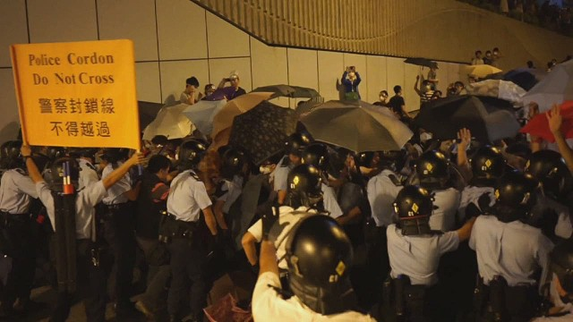 von hong kong protests tunnel_00004014.jpg