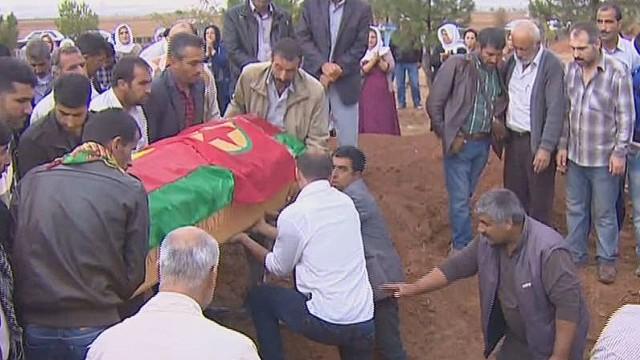 pkg walsh syria kobani injured_00010912.jpg