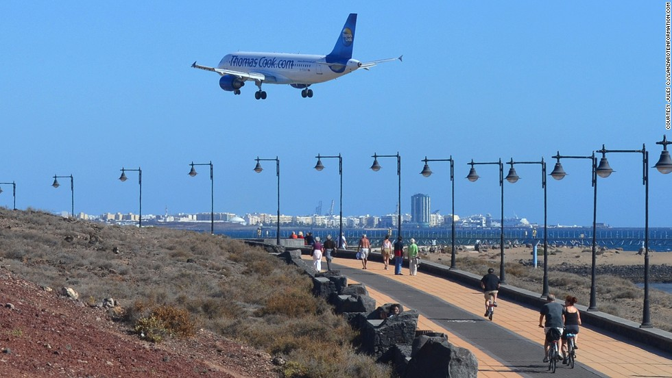 One of the Canary Islands, Lanzarote has a beach-side bike route that skirts the airport near the city of Arrecife.
