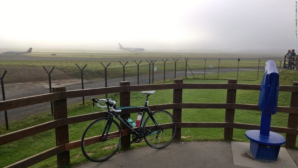Manchester Airport has an eight-mile orbital cycleway so close to the aviation action the track features a pair of tunnels that pass beneath the twin runways.