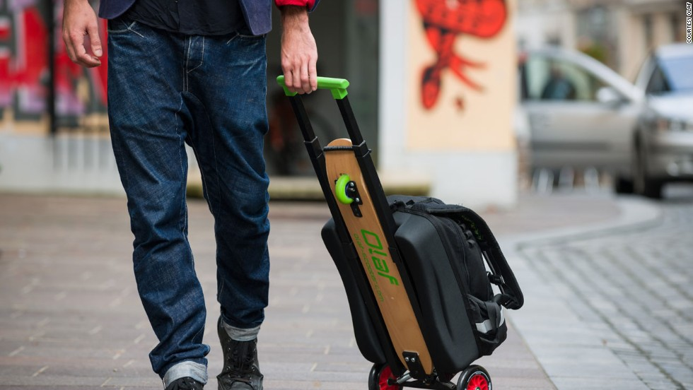 Olafs feature a retractable handle, so they can be used as wheel-y bags.