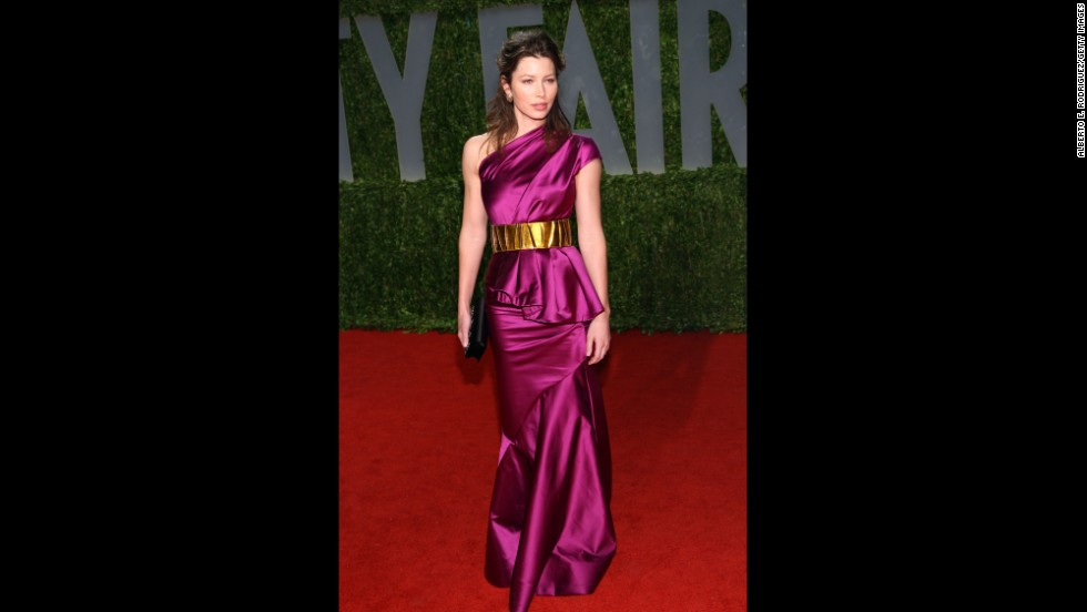 Jessica Biel is another actress you'll often see rocking a de la Renta label. At the 2009 Vanity Fair Oscars party, Biel's gown had all the designer's hallmarks: bold use of color and flattering to the female form.