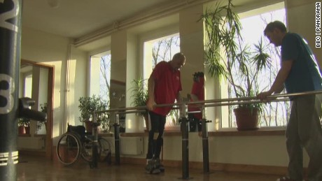 sot ath paralyzed man walks again bbc panorama_00001510.jpg