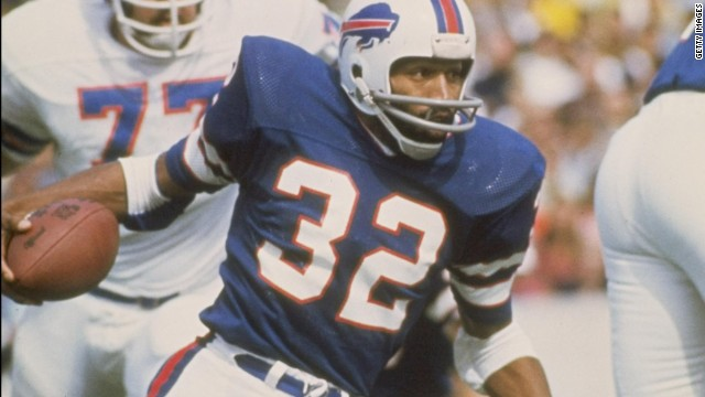 O.J. Simpson of the Buffalo Bills in action during a game against the Denver Broncos at Rich Stadium in Buffalo, New York. (Photo by Getty Images)