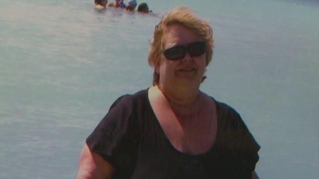 pkg woman loses weight walking around airport_00001928.jpg