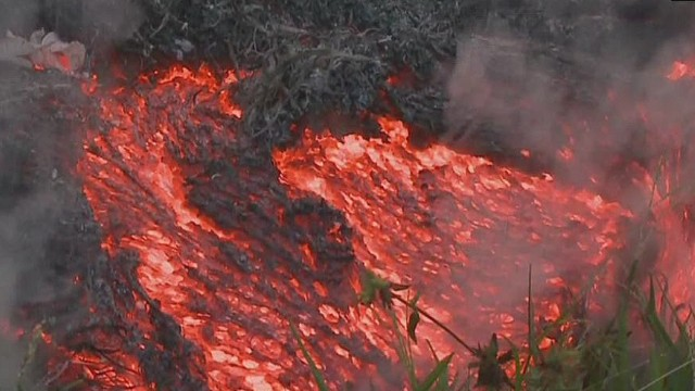 Lava flow threatens Hawaii town