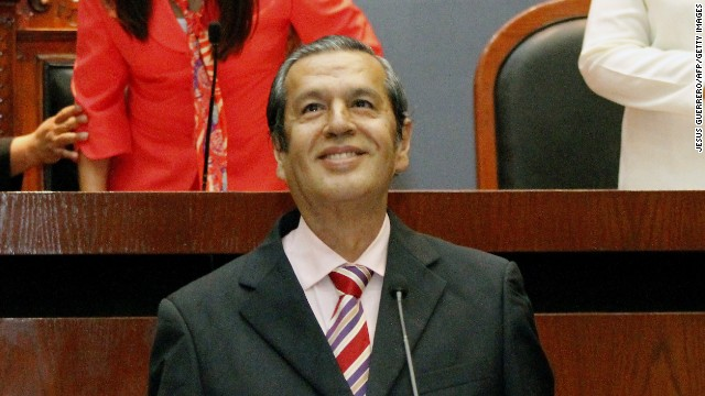 Rogelio Martinez (C) takes on as new Governor of the state of Guerrero, in Chilpancingo, on October 26, 2014. Leftist academic Rogelio Martinez took on as acting governor in replacement of Angel Aguirre, who resigned under pressure following the disappearance of 43 students last September. AFP PHOTO / JESUS GUERRERO (Photo credit should read JESUS GUERRERO/AFP/Getty Images)