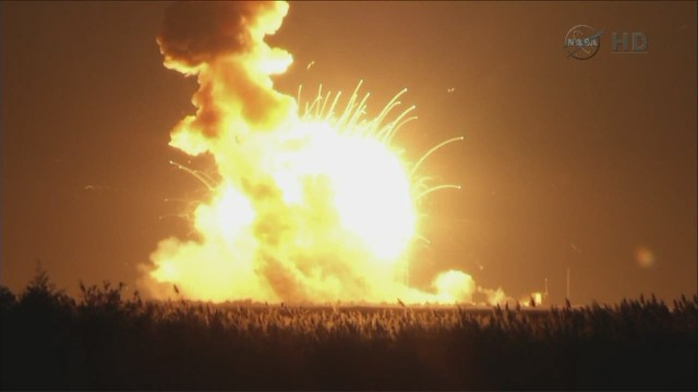 exp erin intv hadfield rocket-explodes-off-virginia_00004818.jpg