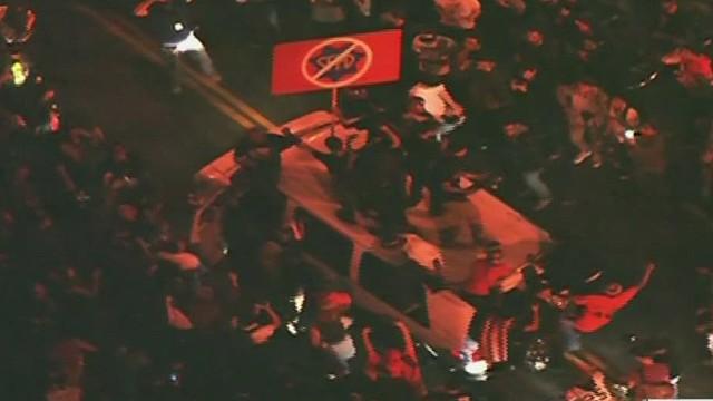 cnnee cafe montero gigantes fans destroying van_00003324.jpg
