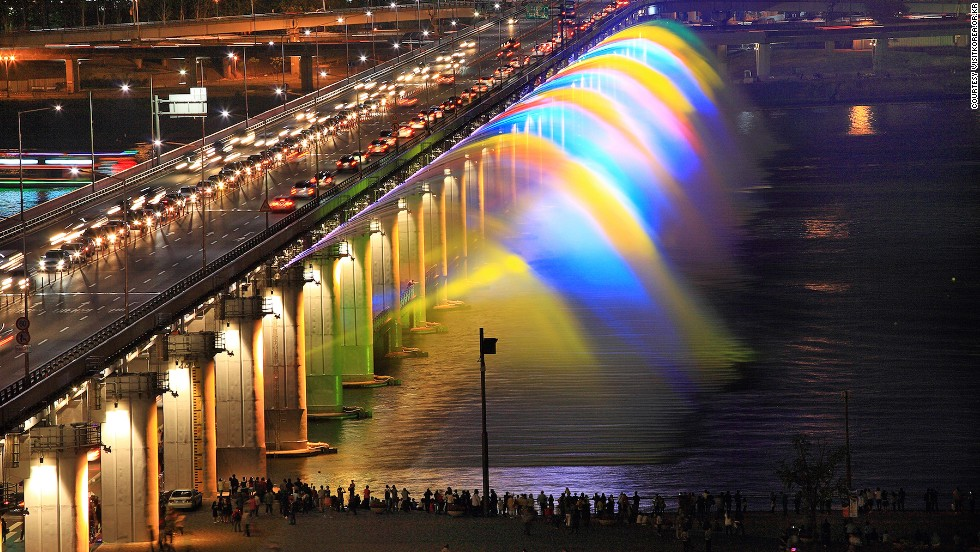 At 1,140 meters, Banpo Moonlight Rainbow Fountain in Seoul is the world's longest bridge fountain. It takes water directly from the Han River and has 380 jets.