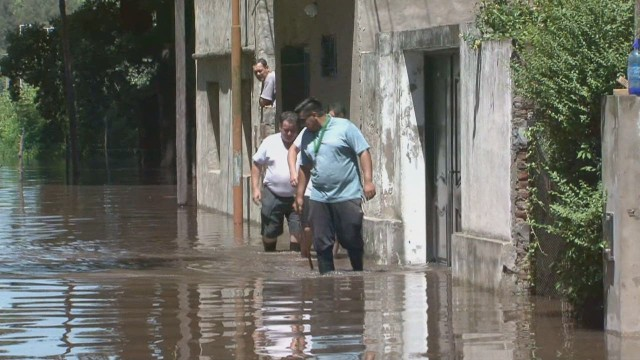 cnnee rain argentina pkg sarmenti_00002028.jpg