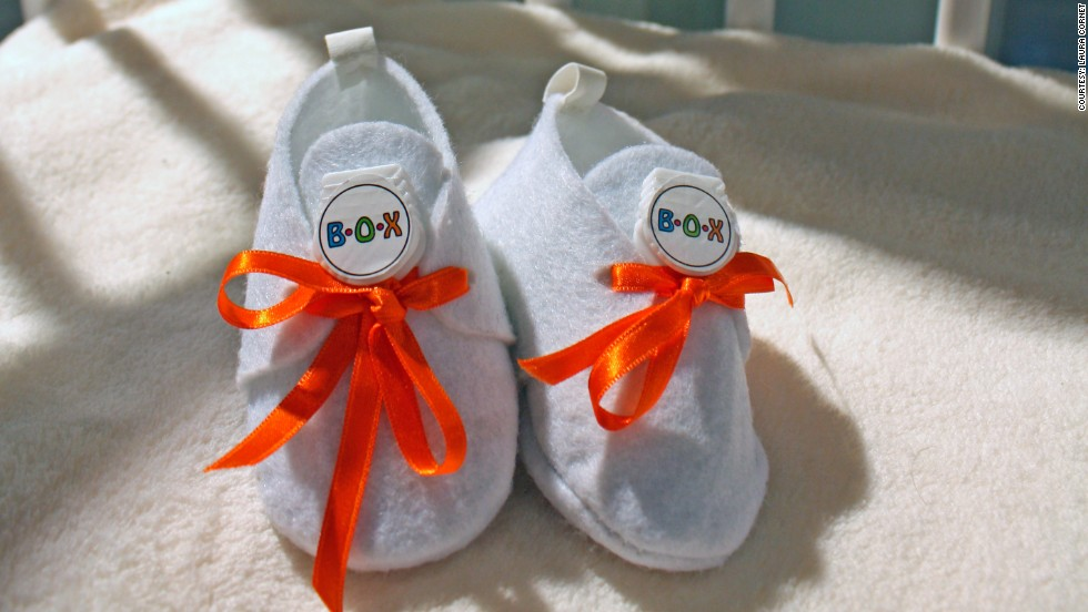These little shoes contain a GPS device that can track the baby's movement and share its location online.