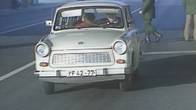 pkg pleitgen germany trabant fall of the wall_00013011.jpg