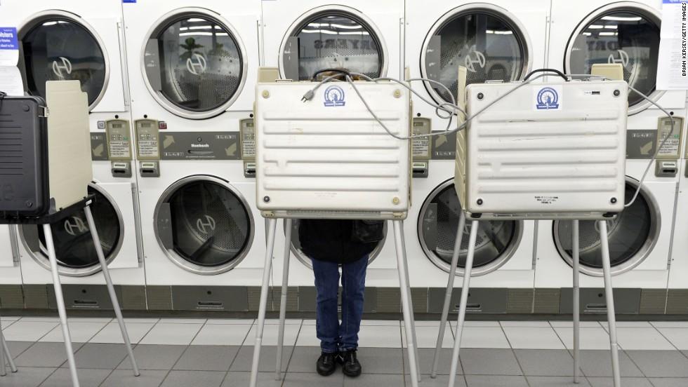 A woman votes at Su Nueva Laundromat in Chicago.