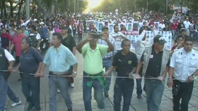 cnnee rodriguez mexico missing students mega march_00000206.jpg