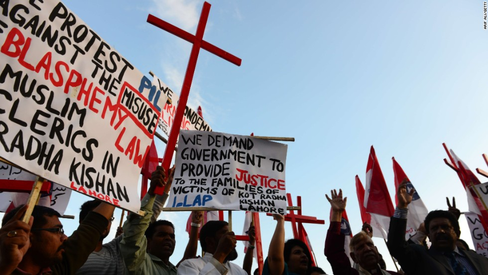 Pakistani Christians shout slogans to protest against the murder, which happened despite the presence of police. About four officers went to the site to urge the mob to give the couple up, but they were beaten up as well.