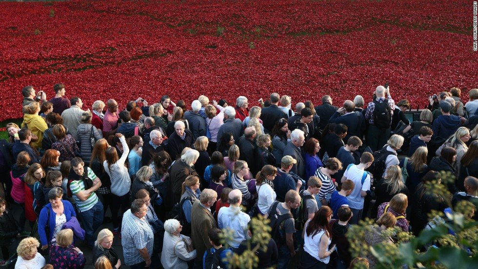 Visitor numbers on the final weekend of the exhibition are expected to be huge, and the Mayor of London has called for the poppies to be kept in place for longer.