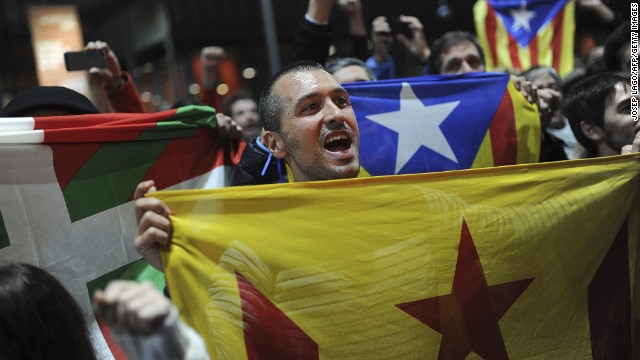 Pro-independence supporters hold Basque and Catalan independence flags.