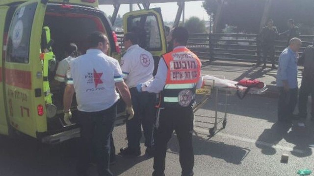 sot idf soldier stabbed at bus stop _00002116.jpg