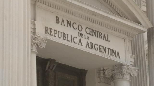cnnee sarmenti pkg debt argentina_00012409.jpg