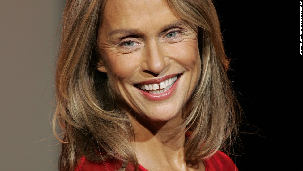 Lauren Hutton became the face of jewelry designer Alexis Bittar in 2011, the American model and actress was 67 years old.