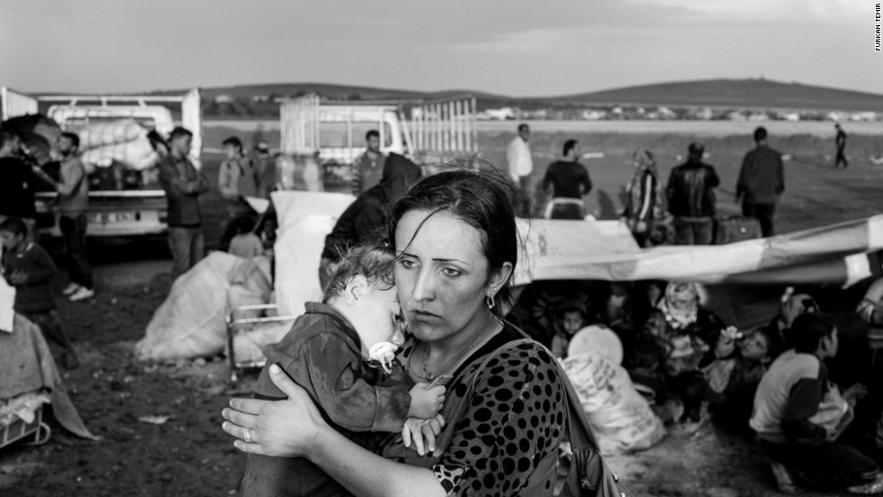 Approximately 5 thousand refugees per day have been crossing the border from the Yumurtalik<br />border gate for a month and theese refugees are taken to camps and city centers with trucks.