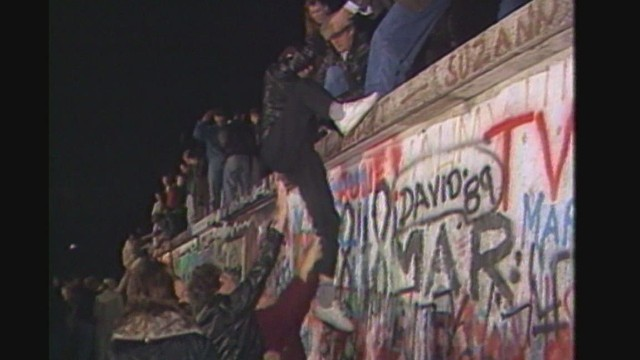 cnnee antonanzas living berlin wall fall_00003506.jpg