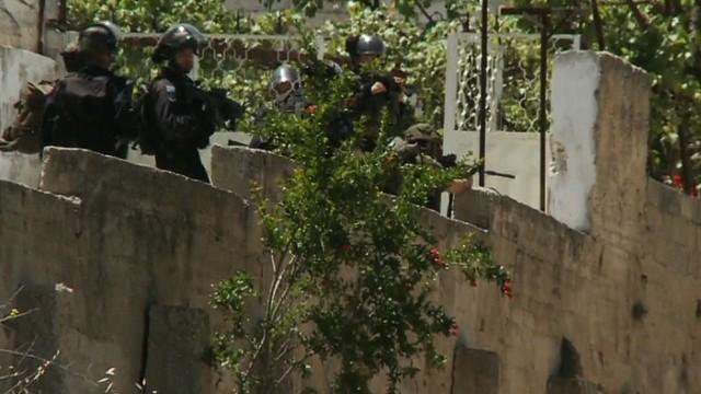 pkg robertson israel officer arrested_00011013.jpg