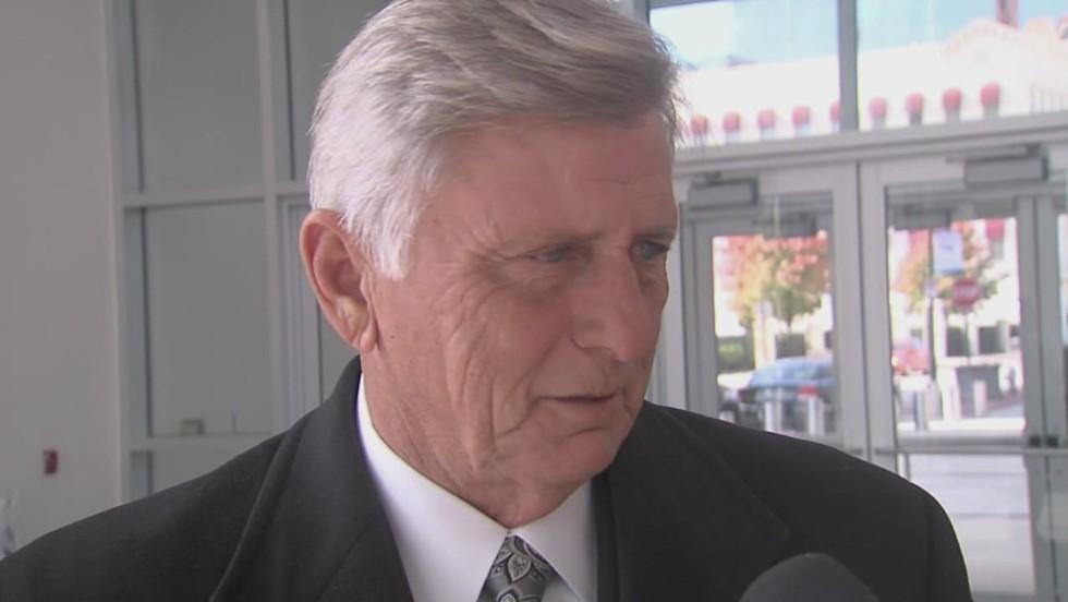 Arkansas governor to pardon son