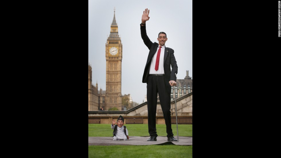 The two came together at a London event celebrating the 10th annual Guinness World Records Day. It marked the first time the world's tallest and shortest men had ever met.