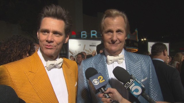 red carpet report dumb and dumber to_00003321.jpg