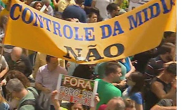 pkg darlington brazil protest for impeachment_00000629.jpg