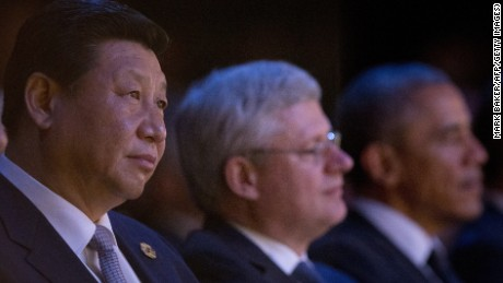 Chinese President Xi Jinping (L), Canadian Prime Minister Stephen Harper (C) and US President Barack Obama watch a welcome ceremony performed by Aboriginal and Torres Strait Island people during the G20 Summit in Brisbane on November 15, 2014. Brisbane is hosting the leaders of the world's 20 biggest economies for the G20 summit. AFP PHOTO / POOL (Photo credit should read MARK BAKER/AFP/Getty Images)