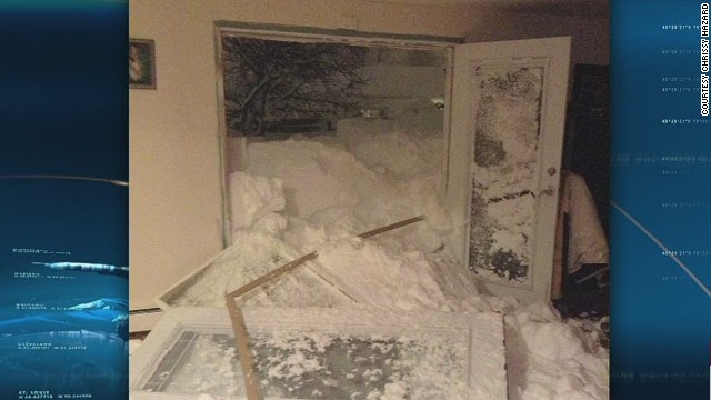 ac bts hazard snow smashes home doors_00001601.jpg