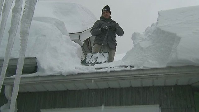 ac savidge of fear of roof collapse in buffalo_00000601.jpg