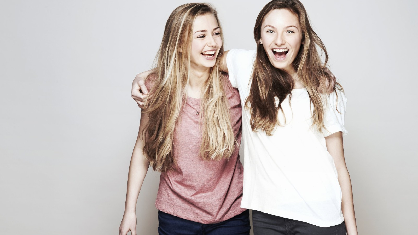 Study happy friends could help teens beat depression for Teen age girl picthar