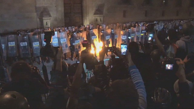 cnnee alis mexico protests agains_00011325.jpg