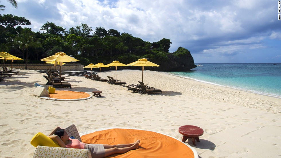 Technically the private beach of Shangri-La's Boracay Resort and Spa, this attractive 100-meter-long sheltered and pristine stretch of sand features comfortable sunbeds with large umbrellas and attentive waiters.