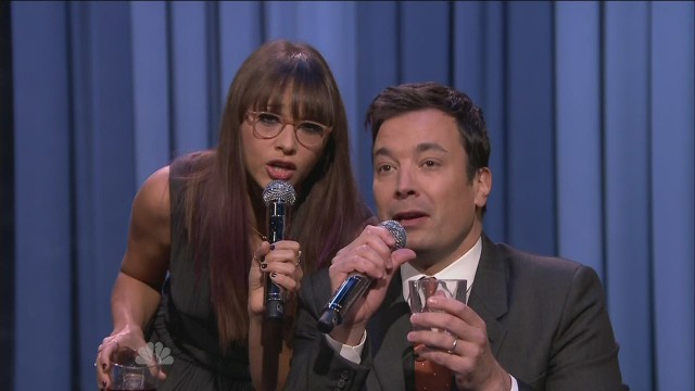 mxp sot fallon rashida jones holiday remix _00005402.jpg
