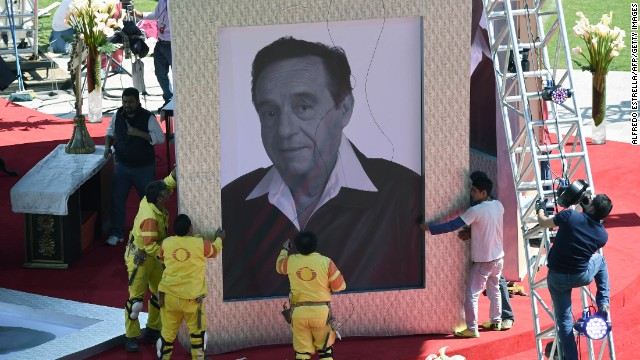 The coffin of Mexican comedian Roberto Gomez Bolanos arrives for an homage to the 105,000-capacity Azteca stadium in Mexico City, on November 30, 2014, two days after his death. Comedy icon Gomez Bolanos, commonly known by his pseudonym 'Chespirito' and for starring in the television series 'El Chapulin Colorado' and 'El Chavo del Ocho' died Friday aged 85. AFP PHOTO / Alfredo ESTRELLA (Photo credit should read ALFREDO ESTRELLA/AFP/Getty Images)