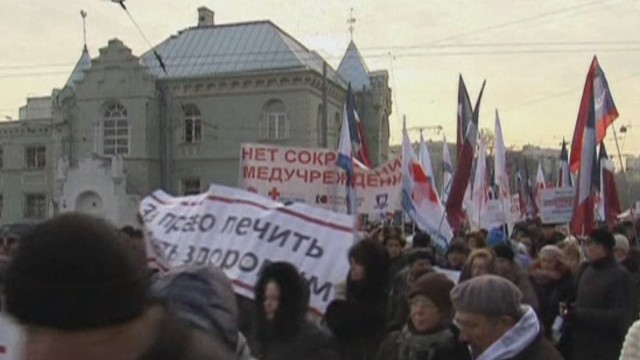 segment.russians.protest.hospital.closings_00000910.jpg