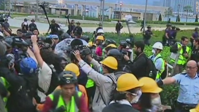 Police crack down on Hong Kong protests