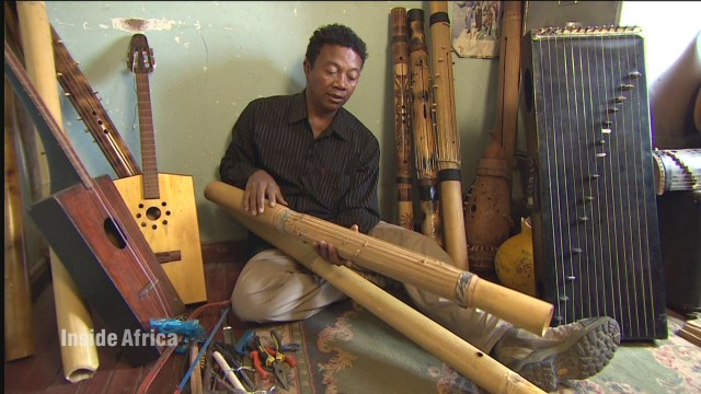 spc inside africa madagascar music b_00020525.jpg