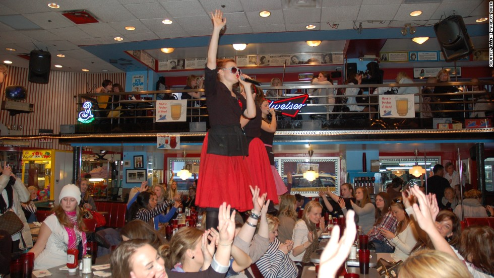 Catch dinner and a show all at the same time at Ellen's Stardust Diner on Broadway, where the waiters sing Broadway songs while you dine on 1950s-themed dishes.