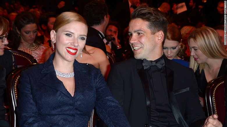 Scarlett Johansson getting divorced