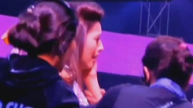 vosot gauhar kahn slapped during show_00000017.jpg