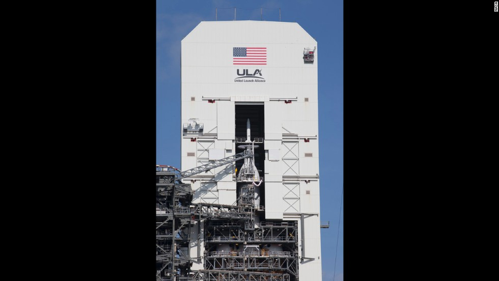 Orion is mated with a United Launch Alliance Delta IV Heavy rocket, the rocket that will carry it into space on its first test flight.