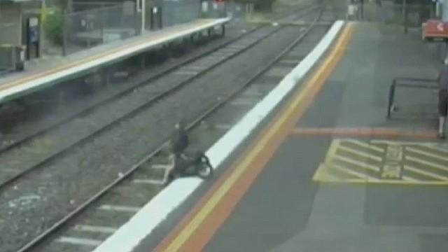 cnnee australia toddler stroller fall_00000411.jpg